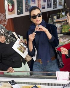 «Fabulous Friday. Simple and chic. I love this picture of her. During her visit to Japan in 2013 April. SheikhaMozah #SheikhaMoza #Fashion #Style…»