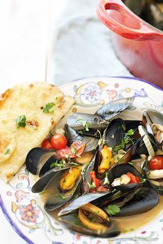 Low-cal, low-carb delicious mussels with fennel, garlic, and cherry tomatoes. Fish Recipes, Seafood Recipes, Low Carb Recipes, Great Recipes, Favorite Recipes, Healthy Recipes, Seafood Dishes, Fish And Seafood, Gourmet