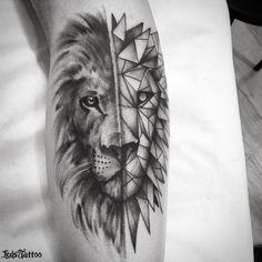 Tatuagem de leão geométrico estilo Blackwork feita pelo artista Marcelo Maciel. Deseja saber mais sobre o trabalho de nosso artista? Nos contate pelo número (11) 5093-6686 Instagram: @marcelo_ledstattoo #ledstattoo #tattoo #tatuagem #pureart #blackwork #lion #leao #geometrico