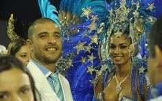 Diogo Nogueira e Milena Nogueira, rainha da bateria da Águia de Ouro