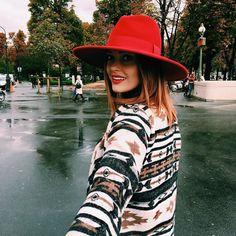 Caroline Receveur   on copie son look chic et coloré !  d065c26b59b