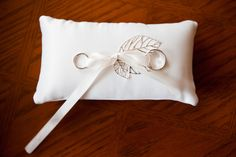 simple ring pillow with leaf design