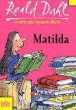 A l'âge de cinq ans, Matilda sait lire et a dévoré tous les classiques de la littérature. Pourtant, son existence est loin d'être facile, entre une mère indifférente, abrutie par la télévision et un père d'une franche malhonnêteté. Sans oublier Mlle Legourdin, la directrice de l'école, personnage redoutable qui voue à tous les enfants une haine implacable. Sous la plume acerbe et tendre de Roald Dahl, les événements se précipitent, étranges, terribles, hilarants.