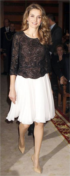 Her Royal Highness Doña Letizia, Princess of Asturias, Princess of Viana… Royal Fashion, Look Fashion, Womens Fashion, Fashion Design, Dress Skirt, Lace Dress, Style Royal, Evening Dresses, Formal Dresses