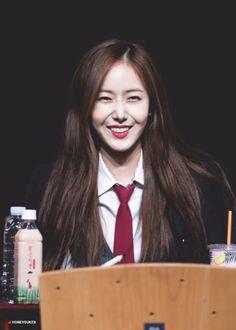 Her smile South Korean Girls, Korean Girl Groups, Gfriend Profile, Baby Jessica, Sinb Gfriend, Fan Picture, G Friend, Queen B, Dance Moves