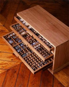 Vitrine Pour Collection, Rock Collection, Crystal Collection Display, Woodworking Shop, Woodworking Plans, Woodworking Projects, Luminaria Diy, Cabinet Of Curiosities, Displaying Collections