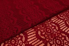 Δαντέλα Ύφασμα Κλασσική FLC140708-8  Δαντέλα ύφασμα κλασσική, πλάτους 1,5m σε χρώμα κόκκινο. Εξαιρετική ποιότητα και κομψό, διακριτικό σχέδιο για όμορφα δεσίματα. Δώστε ένα ρομαντικό, vintage ύφος στις δημιουργίες σας. Ιδανική για να δέσετε μπομπονιέρες, προσκλητήρια, μαρτυρικά, λαμπάδες γάμου και βάπτισης, κουτιά βάπτισης και λαδοσέτ. Χρησιμοποιήστε την ακόμα για διάφορες χειροτεχνίες και κατασκευές.Διαστάσεις: 1,5m x 1m