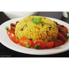 #lunchmenu #tomatorice #loveindianfood #foodfilment #foodporn #foodphotography #manasadheeraj #flavoredrice #cookingwithminimalutensils