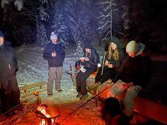 Firman pikkujoulut ennätettiin vihdoin pitää eilen illalla. Kun on näin ihana talvi ja etäisyydet säilytettävä, mentiin metsään. Notski, makkaranpaistoa, kuumaa kaakaota ja työkaverit. Siinä se. Kiitos kaverit. ❄️🔥🤩💙 #pikkujoulut #firmanbileet #nuotiopiiri #skioutfinland #skioutbike #skiout #hollola