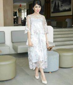 Dress Pink Wedding Maids Brides 20 Ideas For 2019 Model Dress Kebaya, Model Kebaya Brokat Modern, Dress Brokat Modern, Kebaya Modern Dress, Dress Brukat, Batik Dress, Dress Outfits, Lace Dress, Fashion Dresses