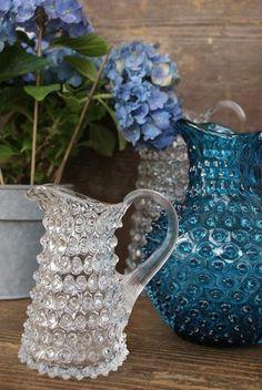 Bubble glass pitchers Blenko Glass, Fenton Glass, Antique Glassware, Crystal Glassware, Teapots And Cups, Teacups, Mosaic Glass, Glass Art, Glass Pitchers