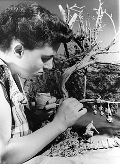 Martha Armstrong. This the person responsible for many of View-Master's animation sculptures. She was a master miniatures creator and sculptor in the 50s and 60s.