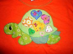 camiseta decorada con aplicaciones en tela aplique tortuga