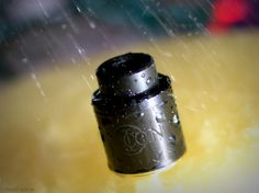 Icon in the rain Designed by Mikevapes, the Icon RDA features a squonk pin and an overall diameter of 24mm.  Suitable for both single and dual coil build.