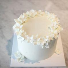 Pretty Birthday Cakes, Pretty Cakes, Cute Cakes, Beautiful Cakes, Amazing Cakes, Creative Desserts, Cute Desserts, Delicious Desserts, Mini Cakes