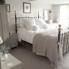 Cottage bedroom ideas photos gorgeous white grey bedroom guest room in bedroom decor cosy bedroom shabby chic bedrooms decorating shelves like joanna gaines Shabby Chic Grey Bedroom, Shabby Chic Living Room, Trendy Bedroom, Shabby Chic Furniture, Cosy Grey Bedroom, White Furniture, Cheap Furniture, Modern Bedroom, Grey Carpet Bedroom