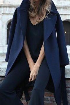 Navy coat winter Winter look Plaid Fashion, Tomboy Fashion, Womens Fashion, Fashion 2017, Fall Fashion, Latest Fashion, Fashion Trends, Winter Typ, Winter Mode