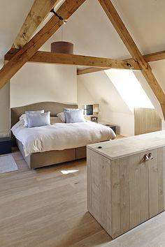 Attic Bedroom Designs, Attic Bedrooms, Bedroom Loft, Home Bedroom, Master Bedroom, Bedroom Ceiling, House Extension Design, House Design, Barn Renovation