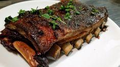 Ribsit ovat oikeassa kypsyydessä kun luiden päät ovat vetäytyneet n. 1 sentin ja kun liha on helposti syötävissä mutta ei ylikypsää, hajoavaa lihaa. Se on pulled porkia. #poppamies #savustus #grillaus #maustaminen #ruoka #ruuanlaitto #mauste #slowfood #ribs Slow Cooker Ribs, Slow Food, Crockpot, Steak, Bbq, Barbecue, Barbacoa, Slow Cooker, Crock Pot