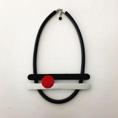 Halsband, gummi, aluminium Necklace, rubber, aluminium Lagenlook,