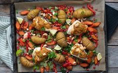 Omnssteikt kylling med gul pesto og hasselbackpoteter Tzatziki, Pesto, Curry Paste, Kefir, Tapas, Spicy, Bacon, Gul, Lime