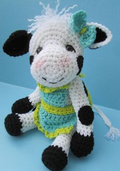 Cute Cow Crochet Pattern I have to make this for a friend when she has a baby! (she unintentionally collects cows)