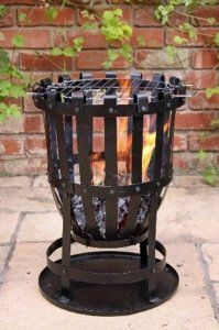 Get the famous Outdoor Large Steel Brazier Complete With Barbeque Grill - Ideal For Burning Garden Rubbish by GARDECO online today. Outdoor Wood Burner, Outdoor Fire, Barbecue Design, Barbecue Grill, Diy Fire Pit, Fire Pit Backyard, Fire Basket, Wood Burning Fire Pit, Blacksmith Projects