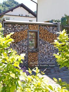 Holzlege als Sichtschutz