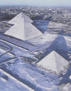 The snow that has blanketed much of the Middle East turned Cairo white this Friday the Apparently it's Egypt capital's first snowfall in 112 years. EDIT -- This photo is a hoax Beautiful World, Beautiful Places, Beautiful Pictures, Paises Da Africa, Winter Scenes, Ancient Egypt, Wonders Of The World, Places To See, The Good Place