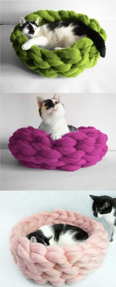 Make your own cat bed! Spoil your furry friend with the softest Merino wool bed! DIY kit has 2 lbs of super chunky Merino wool She will love it and will spend long enjoyable time sleeping there - DIY