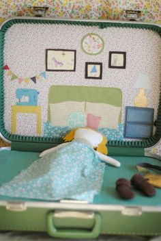 hart + sew | Vintage Baby Clothing: doll suitcase: tutorial