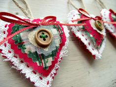 traditional christmas tree Traditional Christmas Decorations Scottish Tartan Red, Green, White Country Cottage Set of Three. via Etsy. Christmas Hearts, Christmas Makes, Beautiful Christmas, Red Christmas, Vintage Christmas, Christmas Ideas, Christmas Gift List, Christmas Traditions, Woodland Christmas