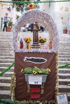Trono de San Antonio. Fiestas Populares de #Lisboa Para saber más sobre las Fiestas de San Antonio: http://www.sietelisboas.com/fiestas-santo-antonio-2014/