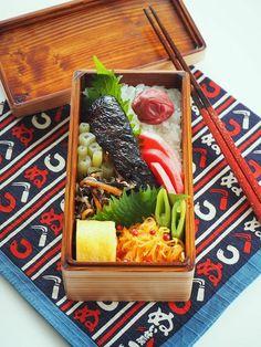 posted by @TAMAKI12620 鮭の西京漬弁当。と器道楽のお茶時間。熊本での地震、そこに暮らす皆様のことが気がかりな土曜日。どうかこれ以上被害が拡大しませんように。http://281k2.blog.fc2.com/blog-entry-467.html … #お弁当 #obentoart #お腹ペコリン部