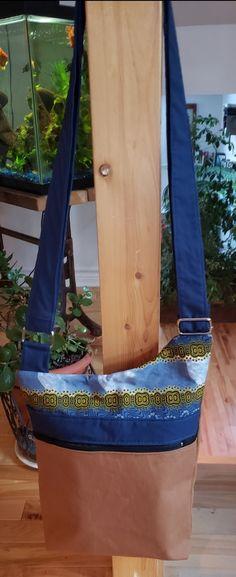 Sac bandoulière Be-Bop cousu par Catherine Marinier - Tissu(s) utilisé(s) : Tissus recyclés provenant de vêtements usagés - Patron Sacôtin : Be-Bop