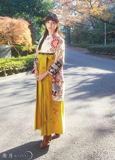 卒業式-袴   桂由美フランチャイズ ブライダルハウス仙台 Yukata Kimono, Kimono Japan, Kimono Dress, Traditional Kimono, Traditional Fashion, Traditional Dresses, Japanese Outfits, Japanese Fashion, Asian Fashion