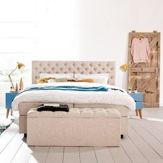 #SwissSense | Boxspring Home 310 with a stunning headboard suits every bedroom. Add a bit of comfort and luxury to your bedroom using your favorite accessories, bedding and comfy pillows | SwissSense.nl