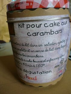 carambar cake kit - end of year gift - Le fil de mes passions - Diy Projects Mason Jar Meals, Meals In A Jar, Food Gifts, Diy Gifts, Sos Cookies, Diy Cadeau Noel, Cake Kit, Cake Packaging, Diy Gift Baskets