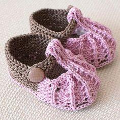 Little Beads Baby Shoes by OasiDellaMaglia | Knitting Pattern