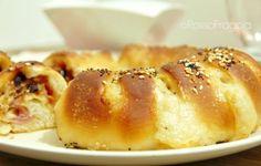 Panbrioche ripieno con olive e prosciutto