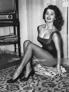 italian-actress-sophia-loren-circa-1955-picture-id162930065 (769×1024)