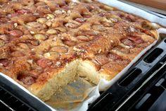 et stykke æblekage Banana Bread, Vegan, Desserts, Food, Tailgate Desserts, Deserts, Essen, Postres, Meals