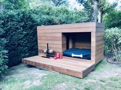 Discover recipes, home ideas, style inspiration and other ideas to try. Diy Niche Chien, Dog House Plans, Cool Dog Houses, Diy Dog Bed, Dog Rooms, Outdoor Dog, Dogs Of The World, Animal House, Diy Stuffed Animals