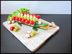 Cucumber-Crocodile: Ingredients: - 1 cucumber - 1 package of small tomatoes - 1 package of grapes - 1 piece of cheese (taste is up to you) - 1 package of . Healthy Meals For Kids, Kids Meals, Eat Healthy, Healthy Snacks, Cute Food, Good Food, Animal Themed Food, Cheese Tasting, Small Tomatoes