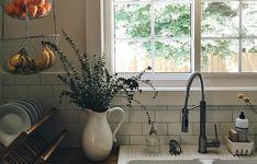 43 Trendy Kitchen Window Plants Home Interior Windows, Home Interior, Kitchen Interior, Interior Design, Interior Plants, Design Interiors, Kitchen Sink Decor, Kitchen Furniture, New Kitchen