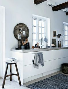 Kitchen inspiration | in white, concrete + rustic brown
