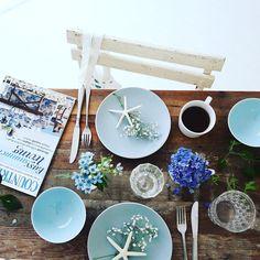 おはようございます。 食卓にブルーを入れると一気に夏! #summer #ブルースター #オキシペタルム #花のある暮らし #花撮影隊 #花撮影 #fleur #flowerpower #interior #テーブルコーディネート #table #photo #フォトスタイリング #countryliving #coffeeandseasons #morning #かすみ草