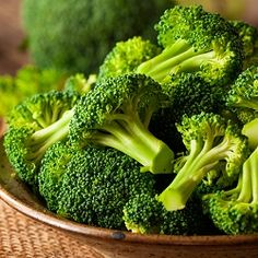 Learn how long to boil broccoli to make this healthy and nutritious vegetable with slightly crunchy texture and bright green color. I will share with you a technique that ensures perfectly boiled broccoli every time! Garlic Roasted Broccoli, Fresh Broccoli, Broccoli Recipes, Chicken Recipes, Parmesan Broccoli, Honey Garlic Sauce, Honey Garlic Chicken, Boiled Vegetables, Mayonnaise