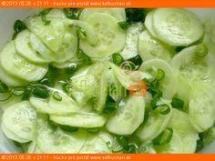 Uhorkový šalát s jarnou cibuľkou Lettuce, Pasta Salad, Sprouts, Salad Recipes, Salads, Diet, Vegetables, Fitness, Food
