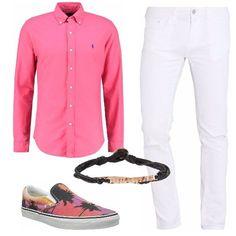 Jeans skinny alla caviglia, camicia slim fit Polo Ralph Lauren, slip-on Vans con fantasia a stampa e bracciale in tessuto e metallo. Un look perfetto per giri in centro e aperitivi con gli amici.